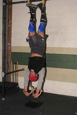 Lee ring handstand pushups